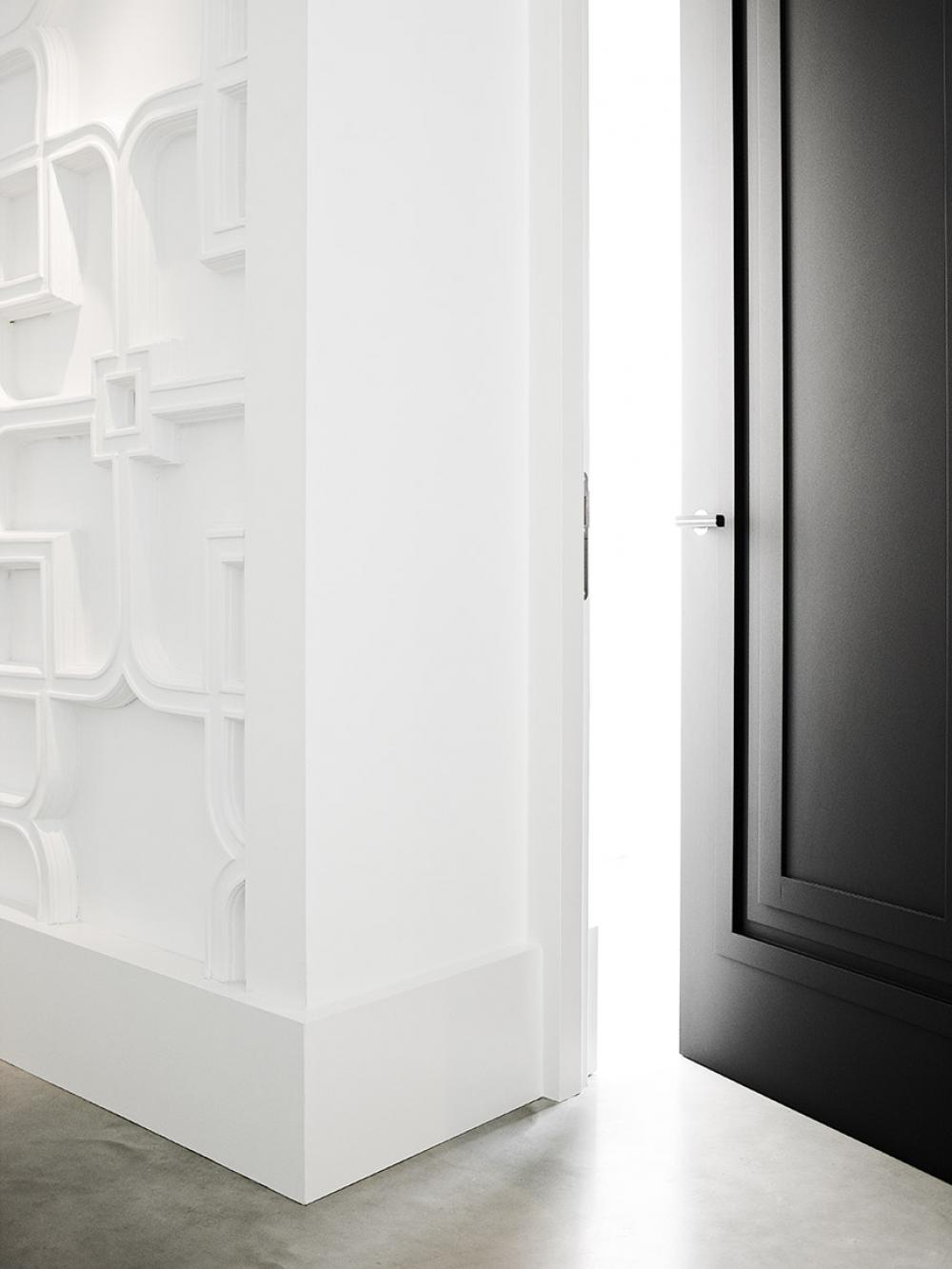 Hardware ONE by Formani and door by Bod'or