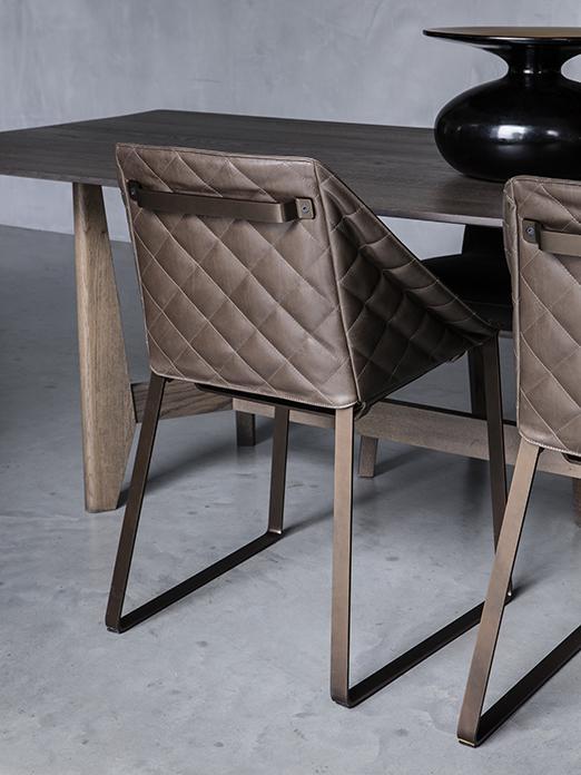 YKE tafel met KEKKE stoelen