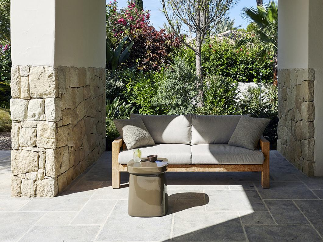 LARS outdoor couch