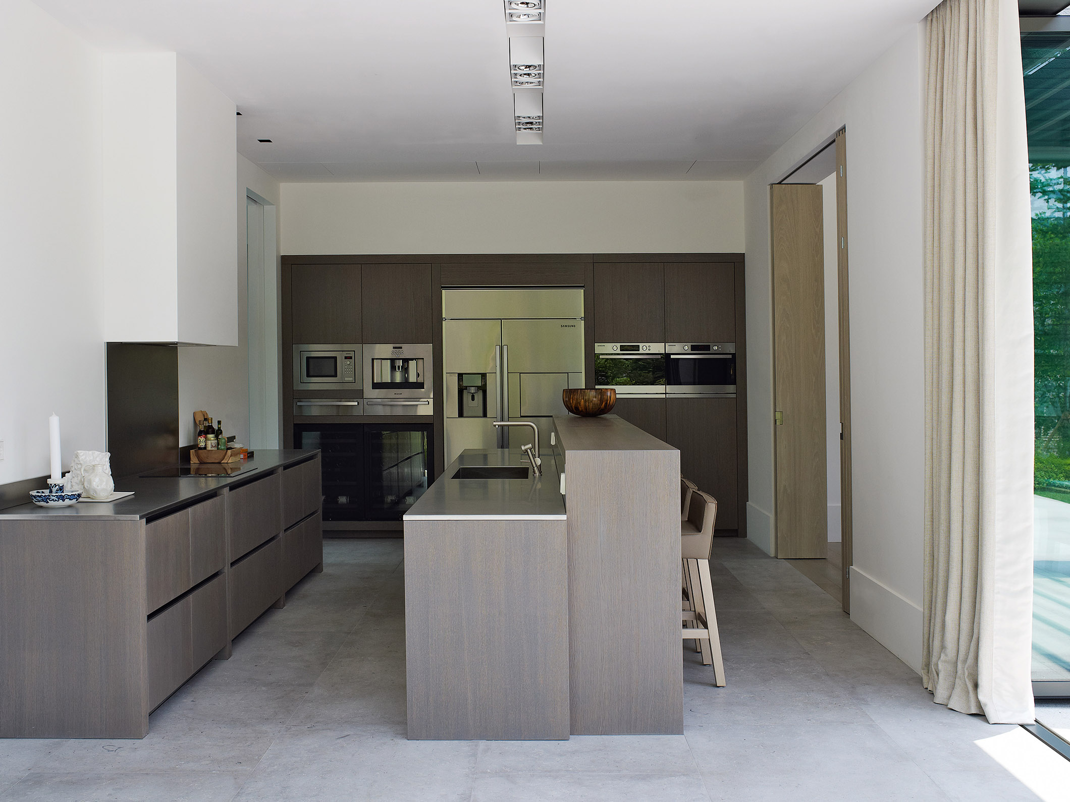 Oak Valley Residential Resort with SAAR kitchen stool