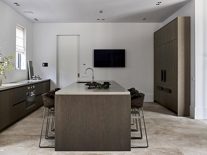 SIGNATURE kitchen with KEKKE stools
