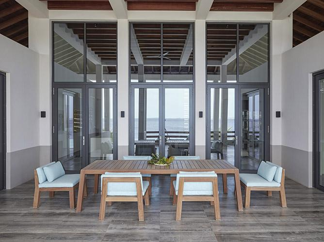 ANNE table and NIEK chairs at beach residence on Bonaire