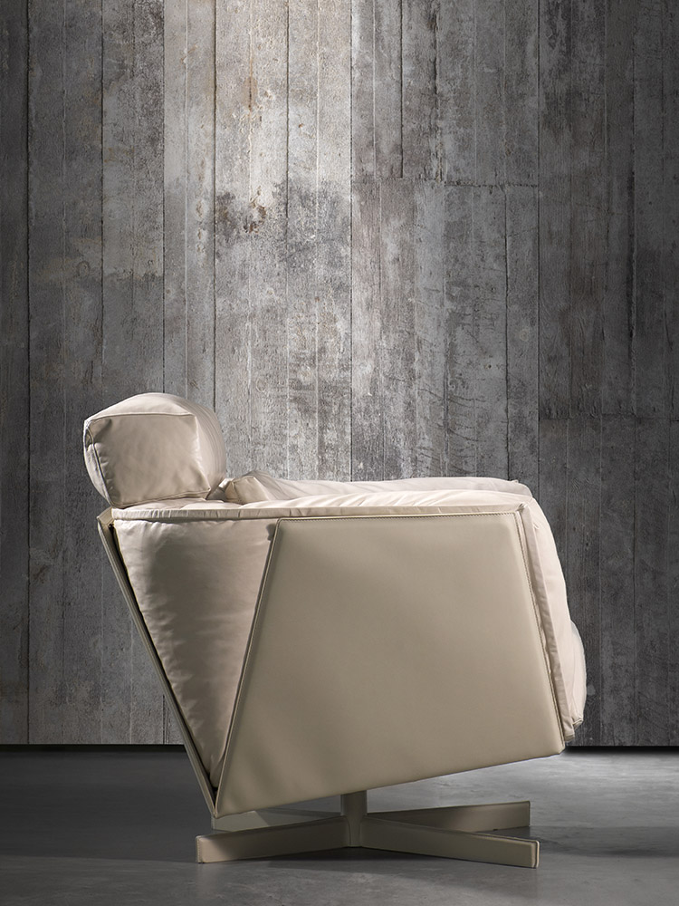 Wallpaper by NLXL and HEIT swivel chair