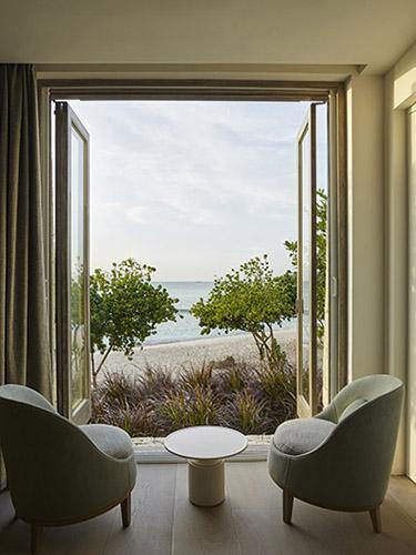 BELLE fauteuils met uitzicht op zee in luxe strandvilla op Antigua