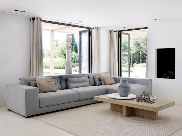 South coast villa with DIEKE sofa