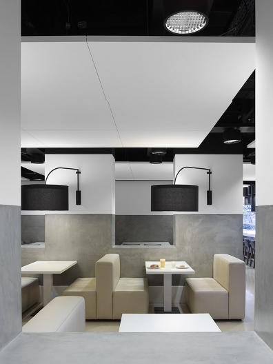 Delta Lloyd headquarters with SAAR dining chair
