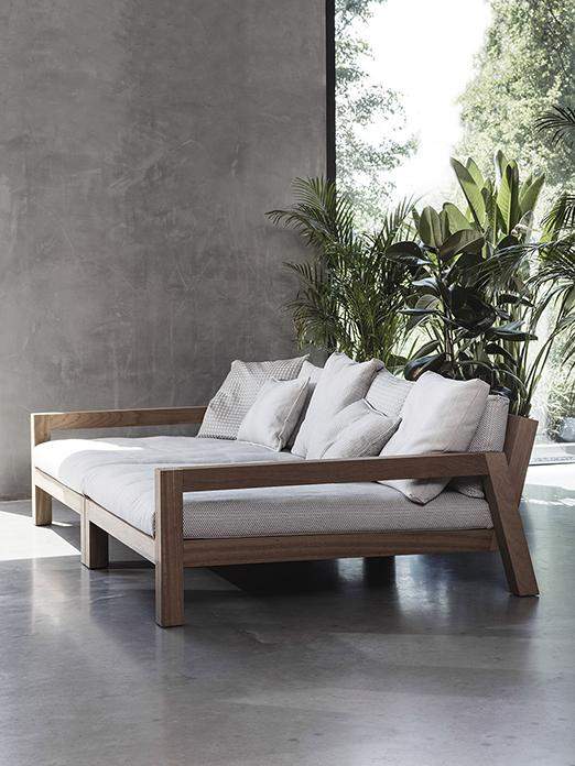 LARS outdoor daybed